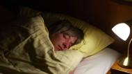 Ausgeruht arbeitet es sich immer noch am besten. Die Meisten schlafen auch genug.