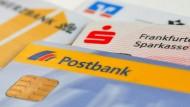 Die meisten Bankkunden müssen für ihr Girokonto Gebühren bezahlen.