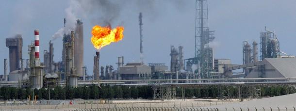 Ölraffinerie in Qatar. Die Golfstaaten scheinen das Preistief besser verkraften zu können