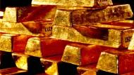 Im September 2011 erreichte der Goldpreis - inmitten der Krise im Euroraum - einen Rekordpreis von gut 1920 Dollar. Aktuell liegt der Preis über 37 Prozent darunter