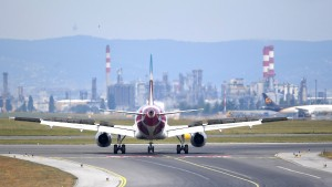 Können Passagiere bei Flugausfall zweifach Entschädigung verlangen?