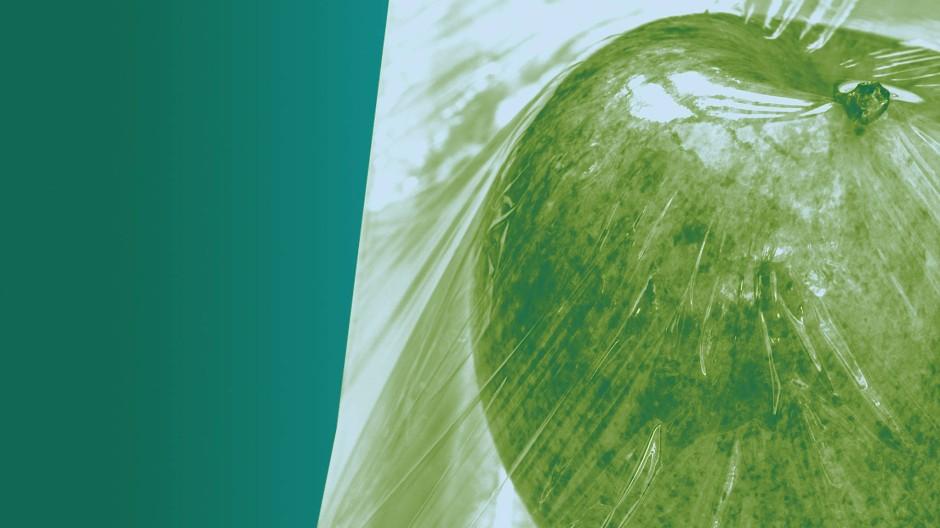 Obst in der Plastikhülle: Umstritten, für das Klima aber eher nebensächlich