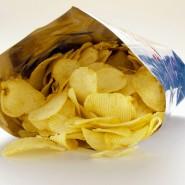 Über Aromen können tierische Bestandteile zum Beispiel vom Rind oder Schwein in Kartoffelchips gelangen. Auf der Packung steht das aber nicht.