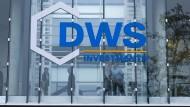 Bald wird das bisherige DWS-Logo abgehängt. dann sollen zwei Silberbalken die Zukunft symbolisieren.