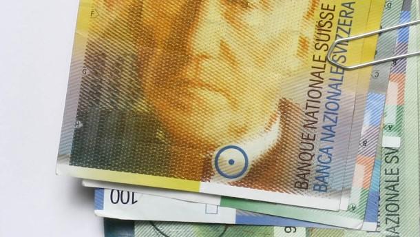 Schweizer Franken profitiert von Zinsspekulationen