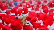 Fast 1000 Weihnachtsmänner laufen durch Michendorf