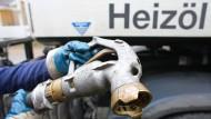 Noch ist die Nachfrage nach Heizöl gering, weil der Winter noch auf sich warten lässt.