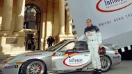 Glamouröser Börsengang: Mit einem Rennporsche kam im Jahr 2000 der Vorstandschef von Infineon Technologies, Ulrich Schumacher, zum Start des Börsengangs nach Frankfurt.