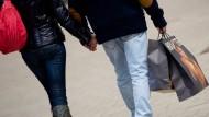 Rund 64 Prozent der Deutschen sind laut Studie sind zum Shoppen gern unterwegs.