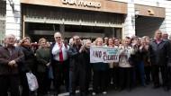 Soweit wie in Spanien 2012 als Rentner gegen die Schließung von Bankfilialen protestierten, wird es hoffentlich nicht kommen. In Deutschland könnten aber Senioren für den Negativzins der Banken aufkommen.