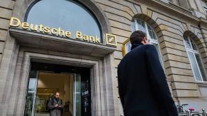 Deutsche Bank prüft Kurzarbeit