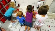 Durch das Kindergeld steigen laut einer Studie die Chancen, dass ärmere Kinder in eine Kita kommen