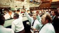 Am Dienstag nach dem Wall-Street-Crash war auch an Frankfurts Börse unüblich viel los.