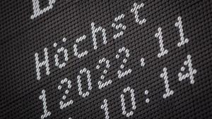 Dax schließt erstmals über der 12.000er-Marke