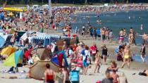 Mitarbeiter in der Schuhfertigung dürfen auch künftig zwei Tag länger am Strand liegen