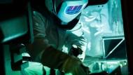 Schweißarbeiten im Schienenfahrzeugwerk von Siemens in Krefeld