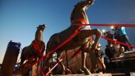 """""""Die schreitenden Pferde"""" des Nazibildhauers Josef Thorak standen einst vor Hitlers Reichskanzelei. Dann galten sie als zerstört. Kunstdetektiv Arthur Brand und die Polizei fanden die Bronze.Pferde 2015 in Bad Dürkheim."""