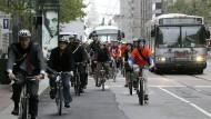 Vorfahrt für Radler: Die Stadt der Zukunft braucht mehr Raum für Fahrräder und weniger für Autos.