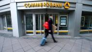 Bei der Commerzbank könnte es länger dauern als gedacht, signifikante Verbesserungen umzusetzen, das meinen zumindest die Analysten.