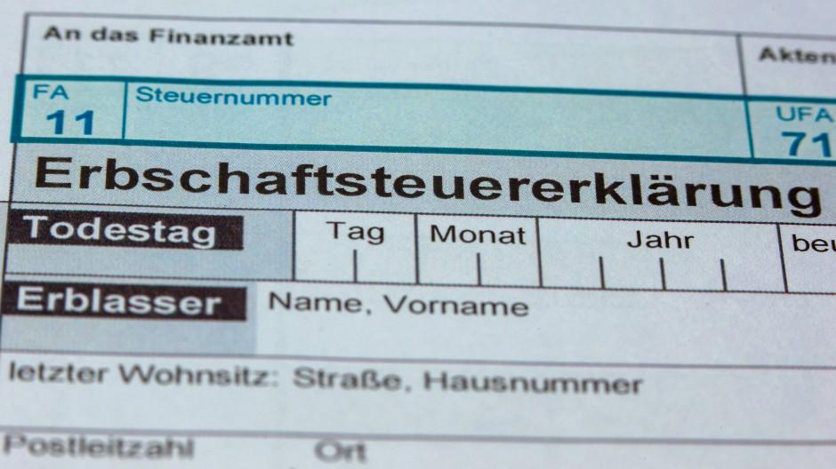 Formulare für die Erbschaftssteuererklärung des Finanzamtes.