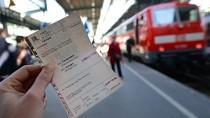 Die Bahnfahrer möchten das klassische Ticket am liebsten behalten.