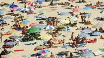 Sonne, Strand, Entschuldung: Touristen auf Mallorca.