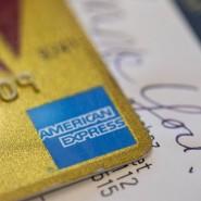 Online und offline akzeptiert: Kreditkarte mit dem Logo von American Express