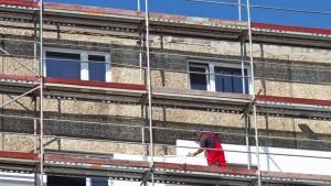 Auch finanzschwache Eigentümer müssen sich an Sanierungskosten für das gesamte Haus beteiligen.