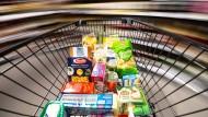 Nicht nur Energie wird teurer - auch die Preise für Nahrungsmittel steigen deutlich an.