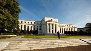 Sinkende Anleiherenditen trotz steigender Leitzinsen