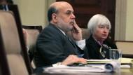 Die beiden treffen am Donnerstag aufeinander: Die Fed-Chefin Janet Yellen trifft bei einer Diskussionsrunde ihre Vorgänger Ben Bernanke sowie Alan Greenspan und Paul Volcker. Manch Börsianer erhofft sich hier neue Erkenntnisse zur Geldpolitik Amerikas.