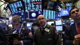 Anleger ziehen Milliarden von der Wall Street ab
