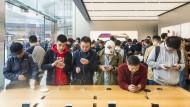Auch Chinesen begeistern sich für das iPhone X von Apple.