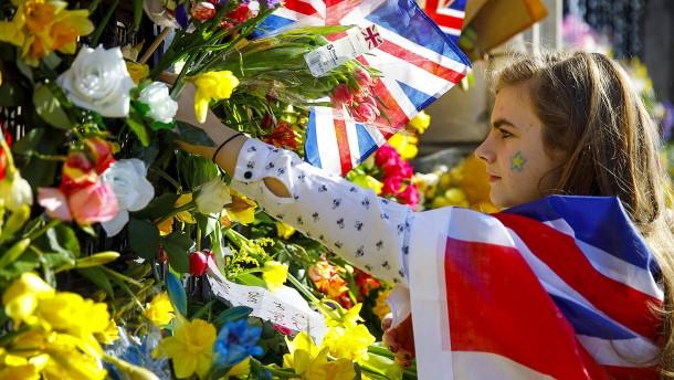Briten halten Schweigeminute für Terroropfer von London ab