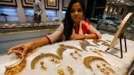 Inder mögen Goldschmuck derzeit nicht mehr so gerne wie sonst.