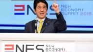 Abes Regierung besteht Stimmungstest