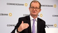 Commerzbank-Chef Martin Zielke baut das Bankinstitut um.