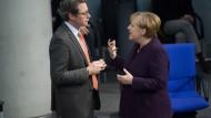 Diskussionsstoff: Bundesverkehrsminister Scheuer und Bundeskanzlerin Merkel