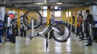 Auch die Gläubiger des Fahrradherstellers Mifa stehen inzwischen Kopf, weil sie auf 80 Prozent ihrer Forderungen verzichten sollen