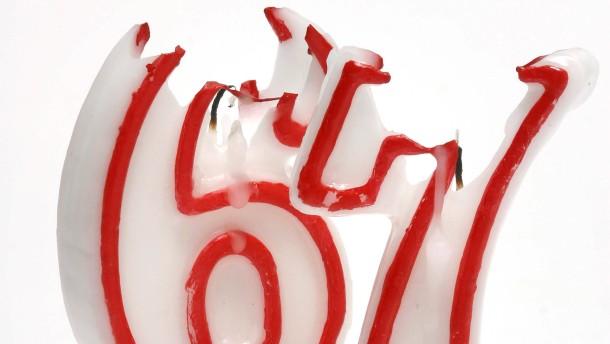 Sachaufnahme:  Geburtstagskerze mit der Ziffer 6, Geburtstagskerze mit der Ziffer 7/Thema: Rente mit 67