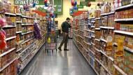 Amerikaner konsumieren im Schnitt 30 Teelöffel Zucker mit den ganz alltäglichen Nahrungsmitteln aus dem Supermarkt.