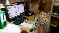 Angestellte, die zu Hause im Home-Office arbeiten, stehen weniger unter dem Schutz der gesetzlichen Unfallversicherung als bei der Arbeit im Betrieb.