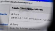 Das sogenannte Zahlungskontengesetz, das seit Sonntag in Kraft ist, soll es Bankkunden leichter machen, das Girokonto zu wechseln.