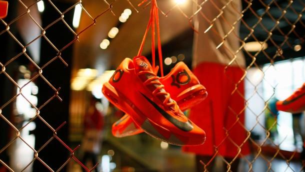 Nike verkauft mehr hochwertige Sportartikel