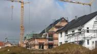 Neubau in Baden-Württemberg: Die Hauspreise steigen weiter - aber die Bauzinsen sinken nicht mehr.