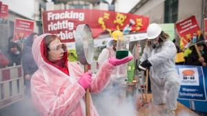 Humanitäre Hilfe und Fracking im Bundestag