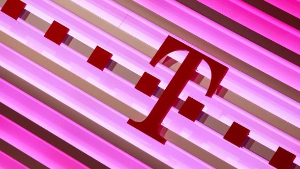 Telekom darf Internet auch ueber Kupferkabel anbieten - unter Auflagen