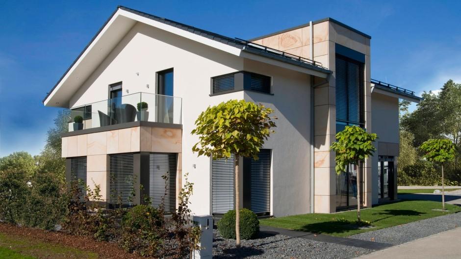 Wer sein Haus kauft, zahlt oft zu viel - vor allem nur fürs kaufen dürfen.