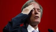 Er ist schon lange weg: Bill Gross. Seit der Anleihen-Guru und Firmengründer in Unfrieden Pimco den Rücken kehrte, hat das Unternehmen unter der Enttäuschung der Investoren gelitten. Nun soll eine neue Beratergruppe helfen.