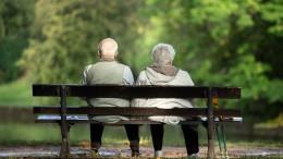 Vor allem Menschen über 65 Jahre sparen mehr